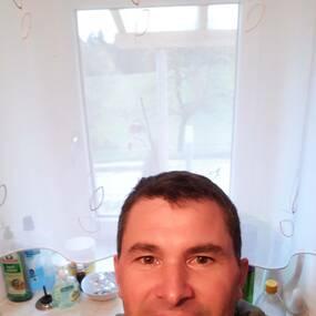 Kontakt partnervermittlung aus traisen Hellmonsdt er sucht sie